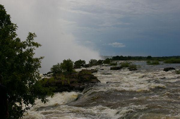 De Victoria watervallen vanaf de rand boven